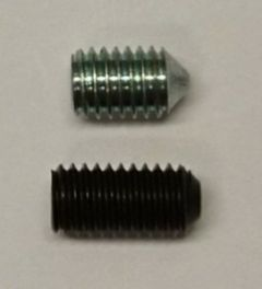 Settskrue til Novopress pressverktøy. Liten skrue som sitter på stempelet og holder underverktøyet.